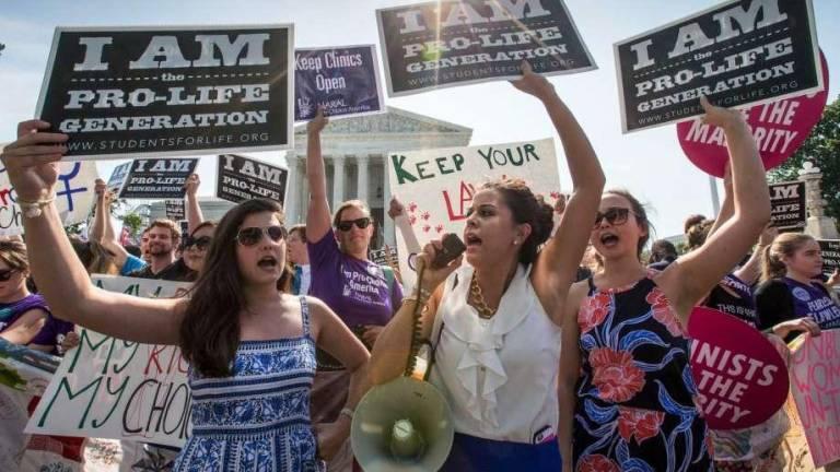 Plantean en Texas permitir que violadores demanden a su víctima si decide abortar
