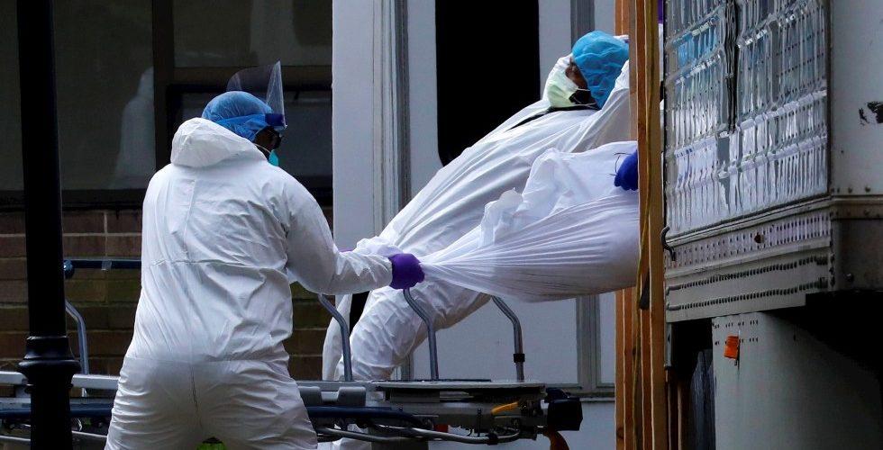 Cientos de cuerpos de víctimas del covid continúan en camiones refrigerantes en NY