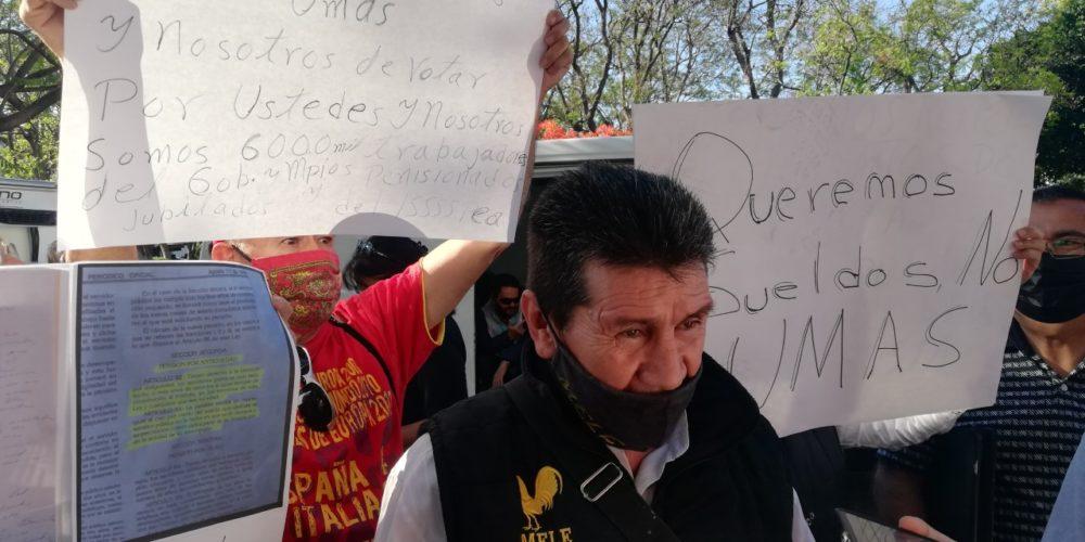 """Jubilados de Aguascalientes protestan por cambio de pensiones. """"Queremos un sueldo digno"""""""