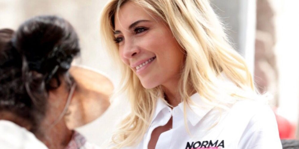 Norma Guel escucha las necesidades de las comunidades rurales
