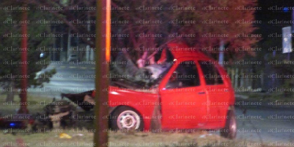 Muere conductor tras chocar contra un árbol en Constitución