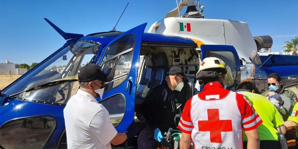 Trasladan en helicóptero a persona en estado grave