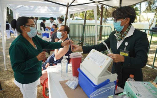 En julio comenzará vacunación contra Covid para personas de 40 a 49 años