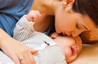 Propone organización LGBT+ cambiar la palabra 'mamá' por 'progenitor que dio a luz'