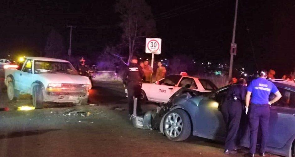 Borracho conductor provoca choque frontal y deja a dos personas heridas