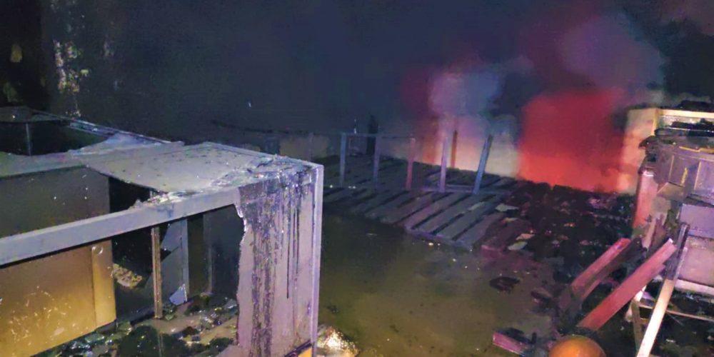 Incendio consume una bodega en El Relicario