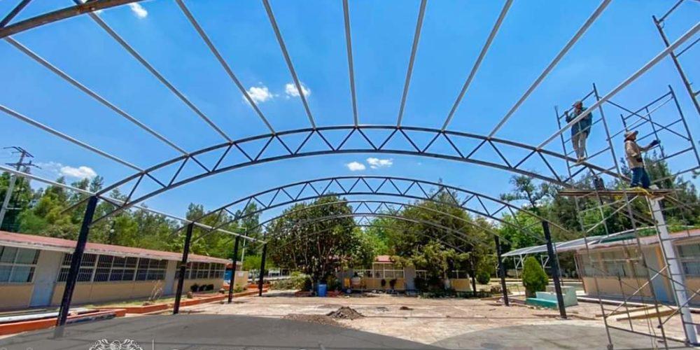 Municipio de Calvillo trabaja en techumbre de escuela primaria