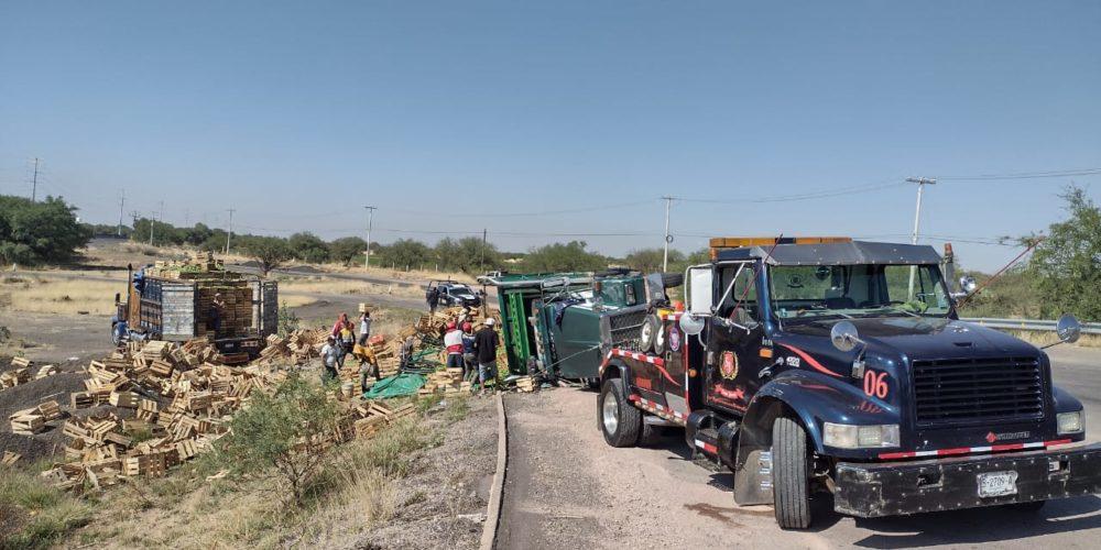Se registra accidente tipo volcadura en Cosío