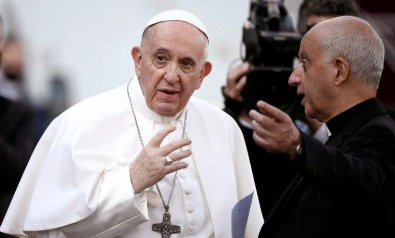 El Papa Francisco recibe la playera de Rayados