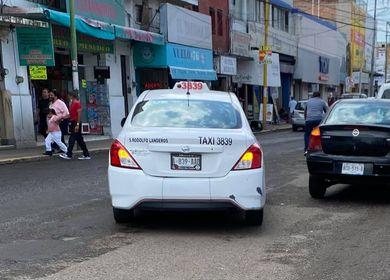 Denuncian a taxista por grosero