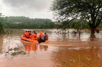 Lluvias dejan casi 160 muertos y decenas de desaparecidos en India
