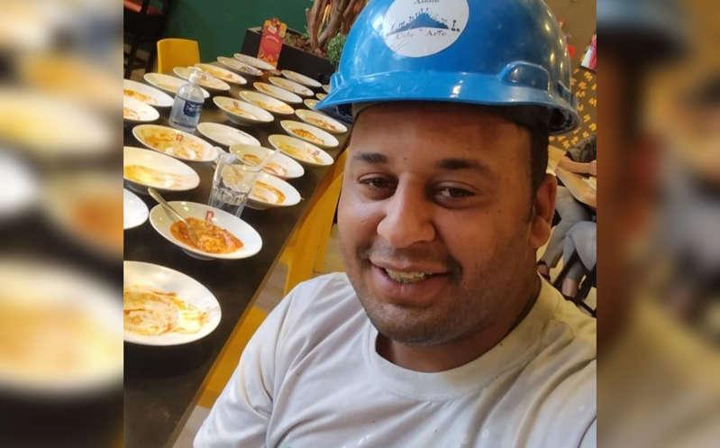 Un hombre comió 15 platos de pasta, pidió ocho más y lo sacaron del restaurante