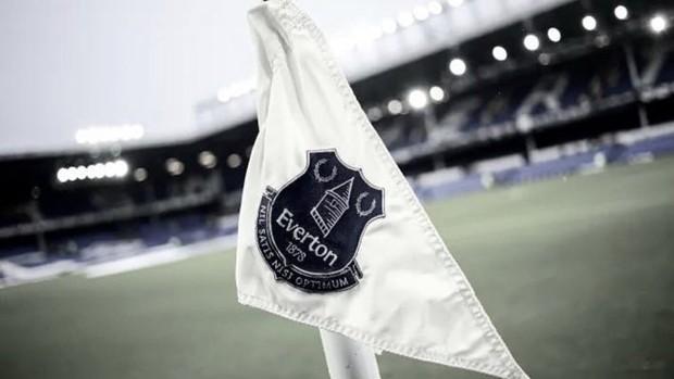 Detienen a futbolista de la Premier League por presuntos delitos sexuales contra menores