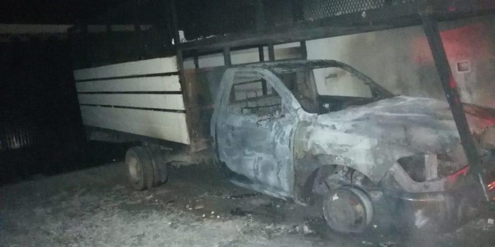 Incendio calcina un vehículo en Norias de Ojocaliente