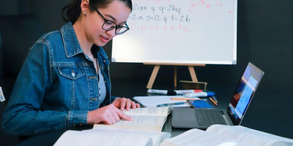 Lanza UAA convocatoria para tutoría de pares