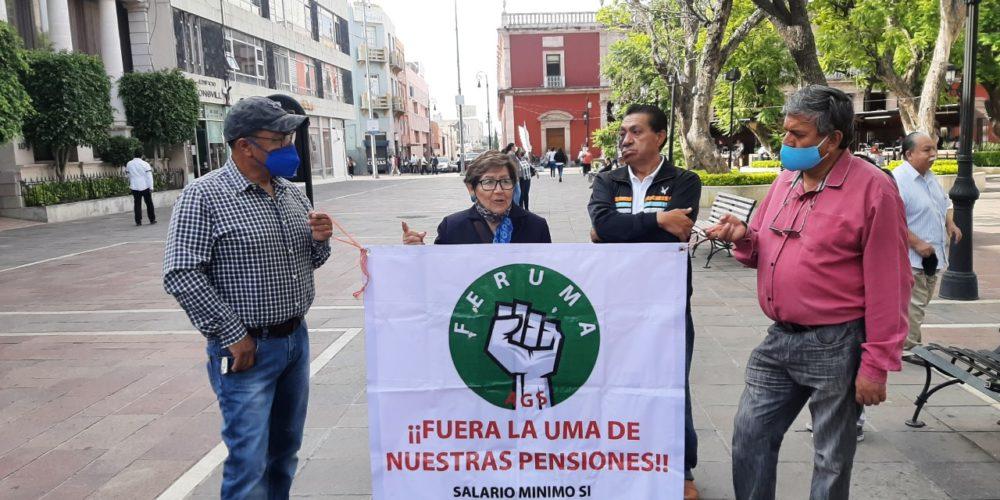 Jubilados federales se suman a protestas para rechazar sus pagos en UMAs