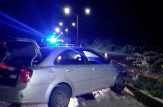 Veloz conductor se impacta contra objeto fijo en Pabellón de Arteaga