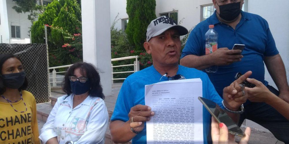 Denuncian a titular de ISSSSPEA por ejercicio indebido del servicio público y abuso de autoridad