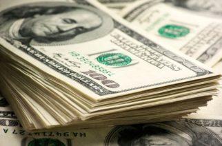 Suben tasas de interés en México y crece el precio del dólar