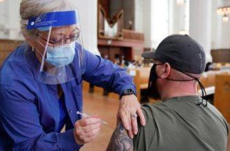 EUA exigirán que todas las personas estén vacunadas contra el COVID-19 para ingresar a su territorio