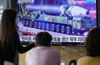 Corea del Sur dispara primer misil balístico desde submarino