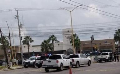 Detienen a sujeto con dos rifles y lanza granadas en Avenida Universidad