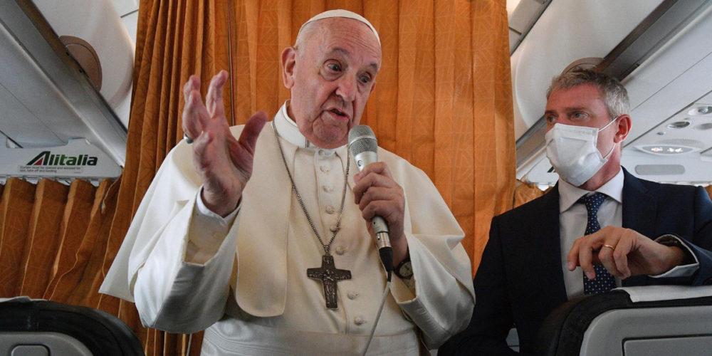 El Papa critica a obispos por negar comunión a Biden por estar a favor del aborto