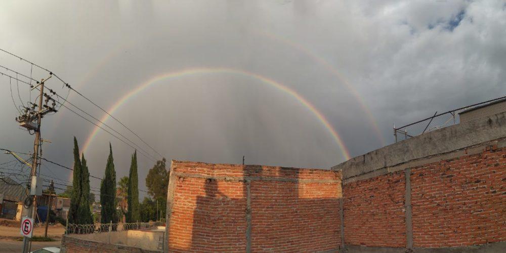 Aparece doble arcoíris en Aguascalientes