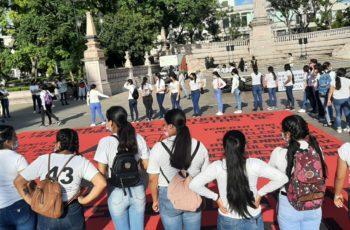 Normalistas de Aguascalientes exigen justicia en el caso de los 43
