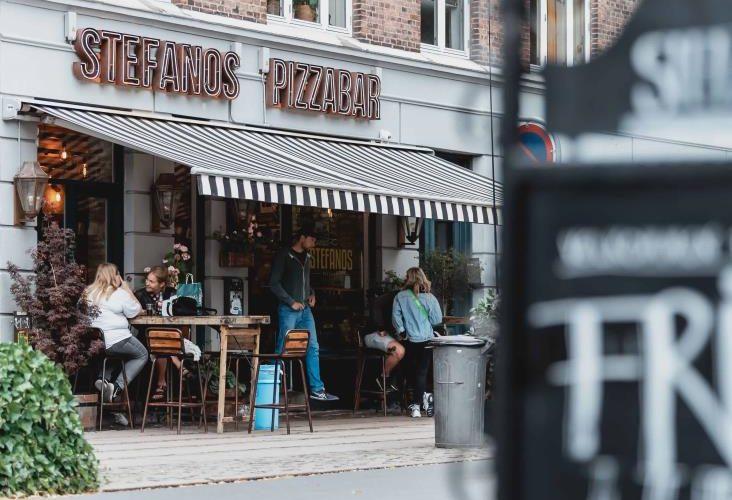Dinamarca prohíbe acceso a bares y antros a personas con antecedentes penales