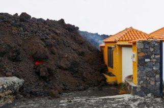(VIDEO) Lava destruye casas y comercios en La Palma