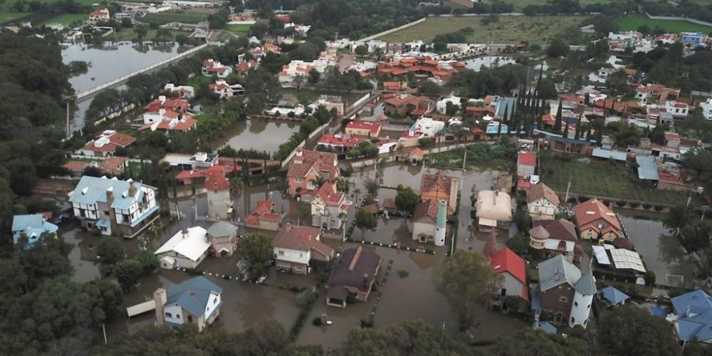 (Video)Presa en Tequisquiapan, Querétaro  fuera de control