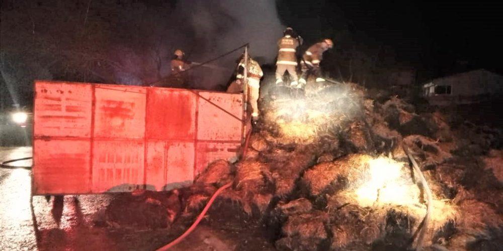 Bomberos sofocan incendio de pacas en Maravillas, Jesús María
