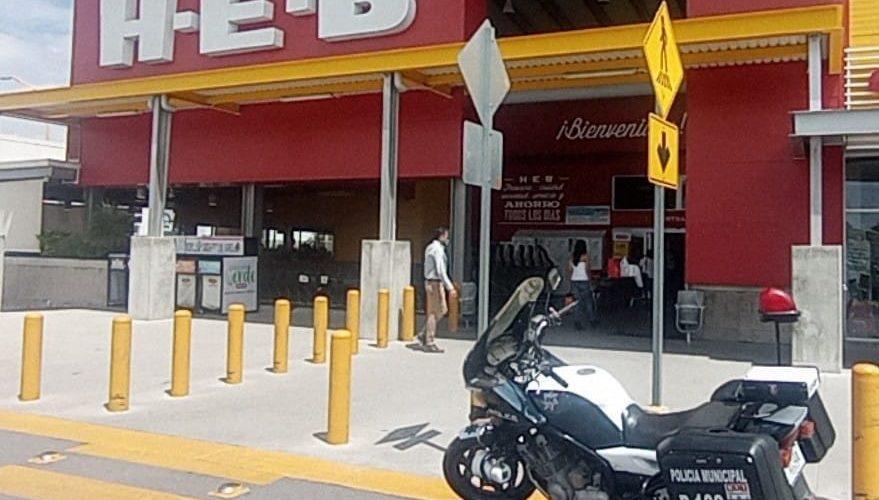 Muere anciano en estacionamiento de tienda de autoservicio en Aguascalientes