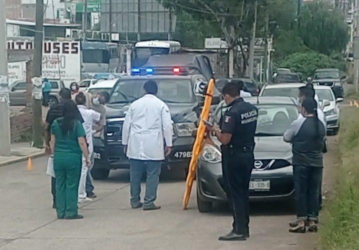 Muere hombre a bordo de su vehículo a unos pasos de la clínica del ISSSTE