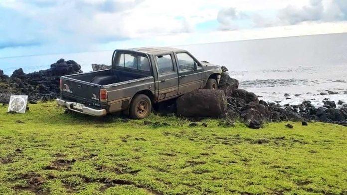 Hombre se estrella y destruye estatua sagrada moai en Isla de Pascua