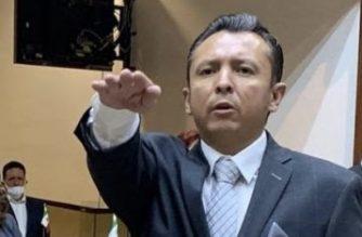 Cabeza de Muñoz en las manos de Escobedo