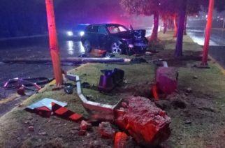 Alcoholizada conductora se estrelló contra varios postes en El Cóbano
