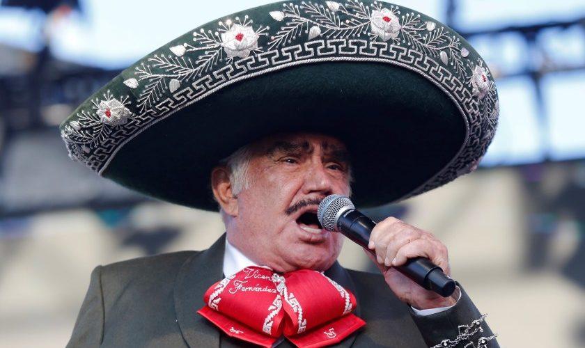 Familia de Vicente Fernández explota contra rumores de la muerte cerebral del cantante