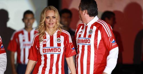 Angélica Fuentes es señalada de presunta brujería a Club Chivas