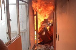 Incendio en casa habitación deja cuantiosos  daños materiales